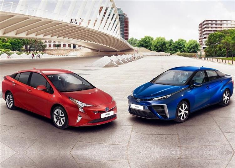 toyota prius 4 la vid o officielle de la nouvelle g n ration. Black Bedroom Furniture Sets. Home Design Ideas