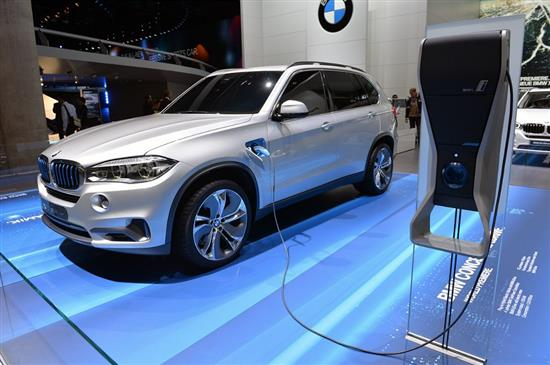 le suv bmw x5 devient hybride rechargeable. Black Bedroom Furniture Sets. Home Design Ideas