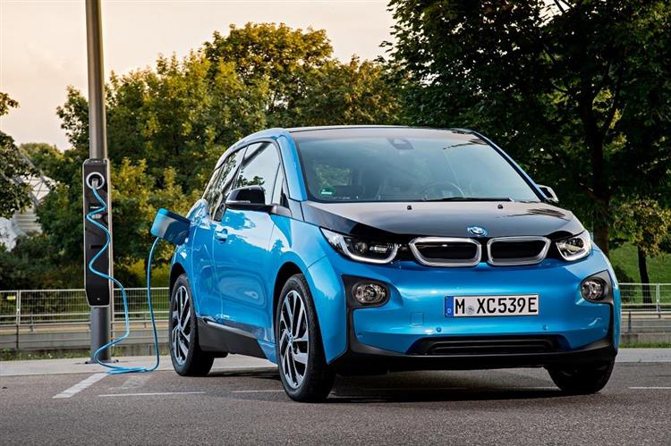 bmw i3 des ventes dop es par une autonomie accrue. Black Bedroom Furniture Sets. Home Design Ideas