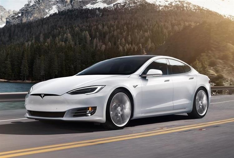 tesla model s dans le top 3 des berlines premiums en france. Black Bedroom Furniture Sets. Home Design Ideas