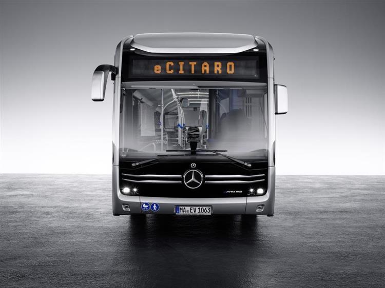 mercedes ecitaro le bus lectrique promet une autonomie de 400 km. Black Bedroom Furniture Sets. Home Design Ideas