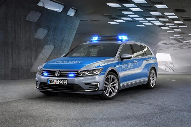 vw passat gte la polizei adopte l hybride rechargeable. Black Bedroom Furniture Sets. Home Design Ideas