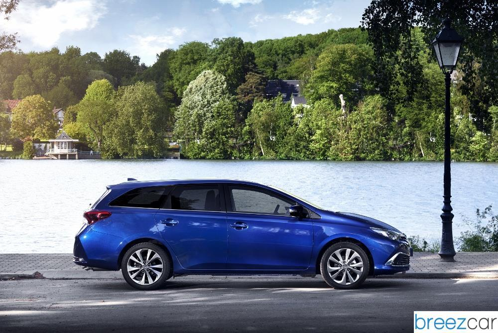 toyota auris hybrid touring sports prix consommations. Black Bedroom Furniture Sets. Home Design Ideas