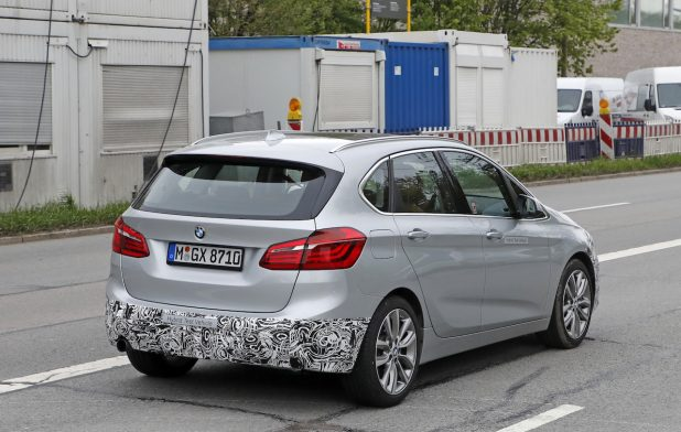 BMW-225xe-2017-2.jpg