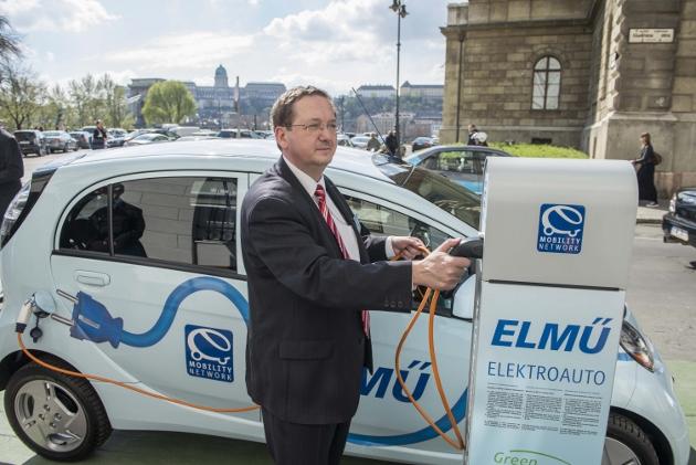 La Hongrie va déployer 300 bornes de recharge rapide d'ici 2021
