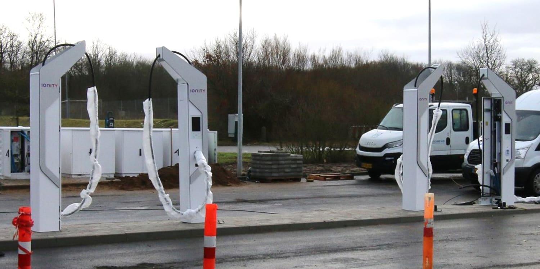 Le Royaume-Uni veut installer 50 stations de charge ultra-rapide pour véhicules électriques