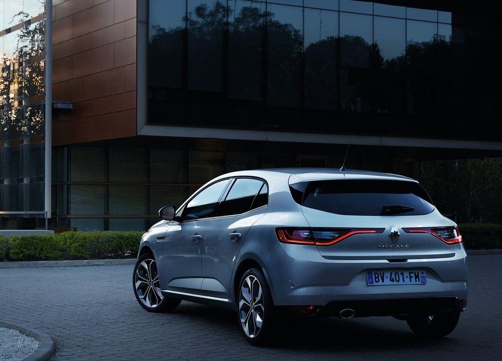 renault une voiture hybride diesel d s 2017 officiel