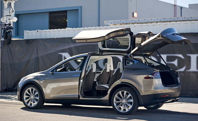 tesla model x le suv lectrique en concession d but 2015. Black Bedroom Furniture Sets. Home Design Ideas