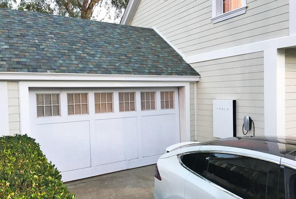 tesla son toit solaire r volutionnaire disponible la commande. Black Bedroom Furniture Sets. Home Design Ideas