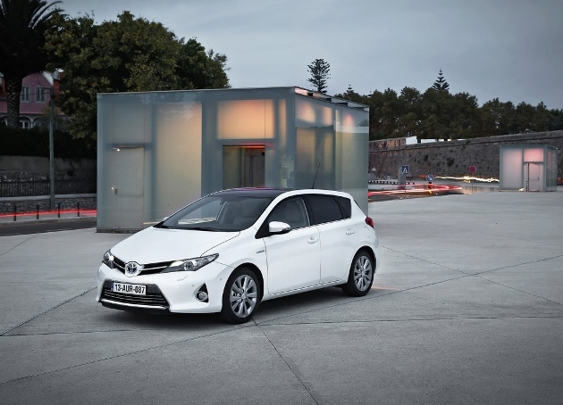toyota auris hsd hybride le vrai co t l usage. Black Bedroom Furniture Sets. Home Design Ideas