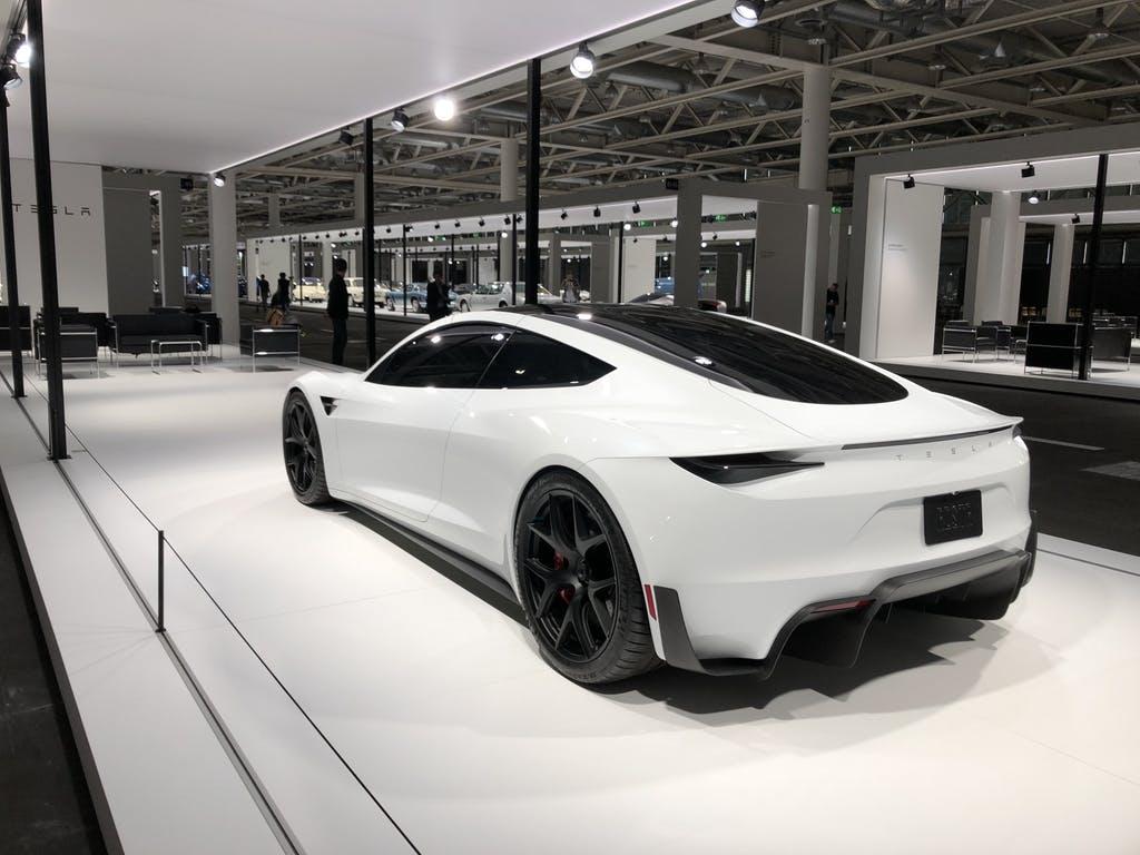 Grand Basel Le Nouveau Tesla Roadster Foule La Premi 232 Re