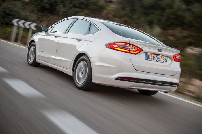Ford-Mondeo-Hybrid-2_W1200.jpg
