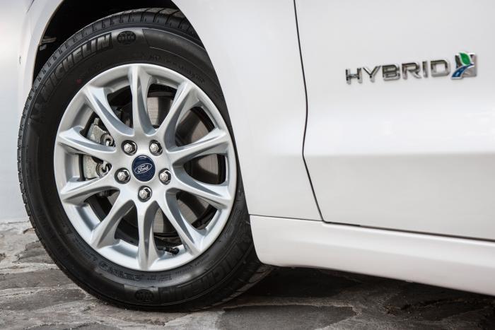 Ford-Mondeo-Hybrid-3_W1200.jpg