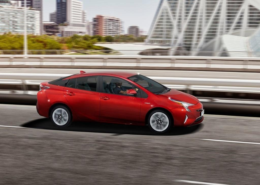 nouvelle toyota prius les photos officielles de la 4e g n ration. Black Bedroom Furniture Sets. Home Design Ideas