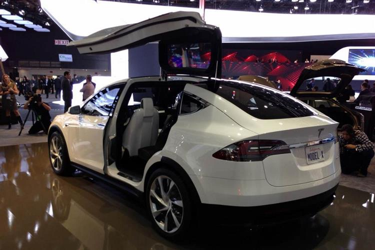 tesla model x premiers d buts en septembre. Black Bedroom Furniture Sets. Home Design Ideas