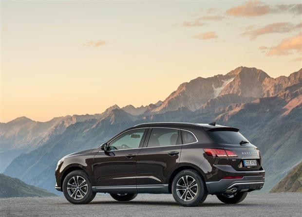 borgward bx7 le crossover hybride pour la chine photos. Black Bedroom Furniture Sets. Home Design Ideas