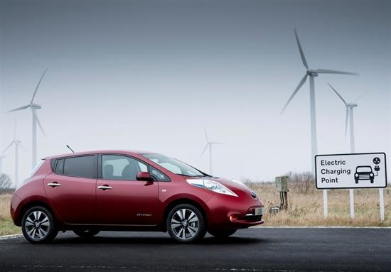 nissan leaf 2014 prix en baisse bornes de recharge en hausse. Black Bedroom Furniture Sets. Home Design Ideas