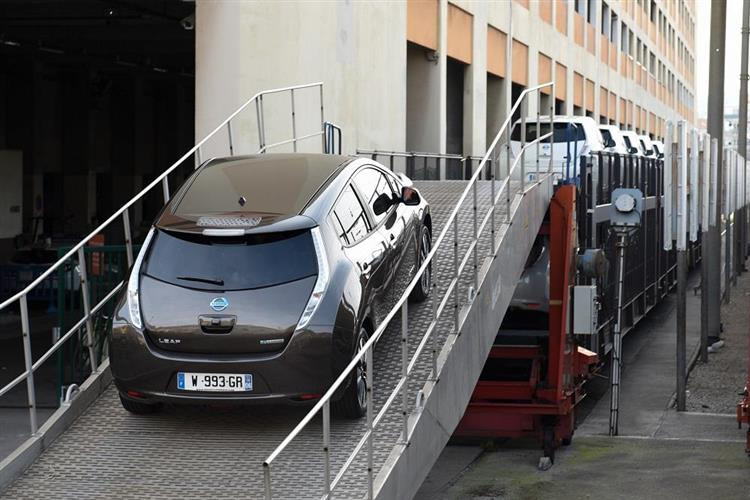 sncf auto train j ai test un paris nice en nissan leaf. Black Bedroom Furniture Sets. Home Design Ideas
