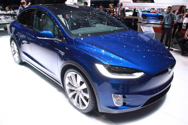 tesla model x les tarifs du crossover lectrique d voil s. Black Bedroom Furniture Sets. Home Design Ideas