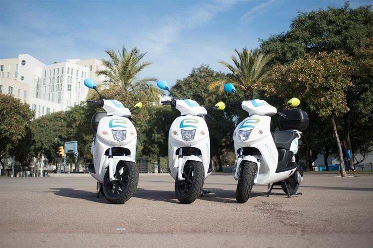 barcelone 250 scooters lectriques en libre service. Black Bedroom Furniture Sets. Home Design Ideas