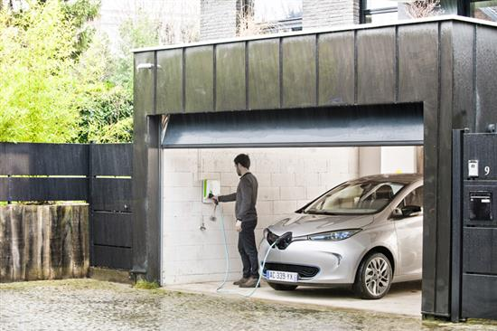 renault zoe comment recharger sa batterie. Black Bedroom Furniture Sets. Home Design Ideas