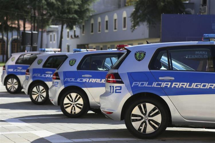 insolite une flotte de volkswagen e golf pour la police albanaise. Black Bedroom Furniture Sets. Home Design Ideas