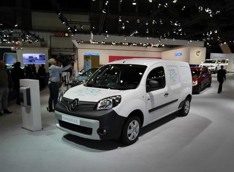 renault kangoo z e nouvelle autonomie bonus en prime. Black Bedroom Furniture Sets. Home Design Ideas