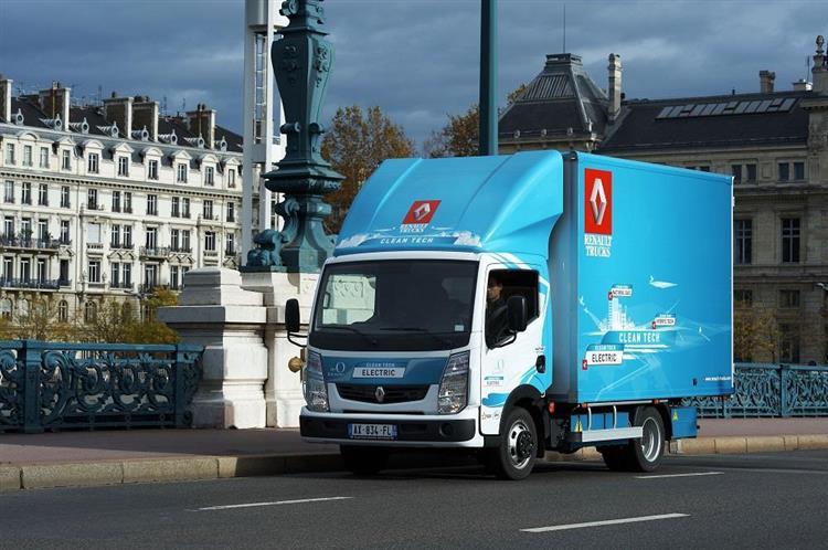 Véhicules utilitaires électriques : Renault fait l'acquisition de PVI