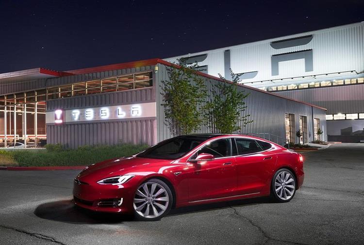 Tesla dépasse les prévisions avec 25'000 véhicules livrés