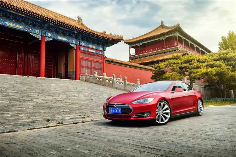 Pour échapper aux taxes de douane Tesla s'apprête à construire sa première usine chinoise à Shanghai à l'est du pays