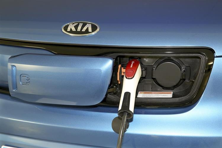 kia soul ev lectrique comment la recharger photos. Black Bedroom Furniture Sets. Home Design Ideas