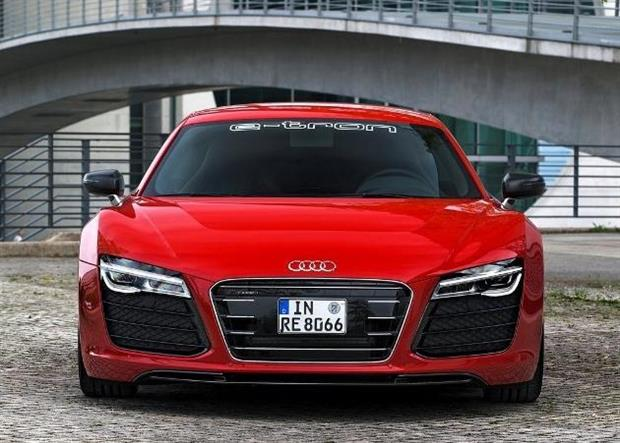 audi r8 e tron la supercar lectrique aux 400 km d autonomie. Black Bedroom Furniture Sets. Home Design Ideas