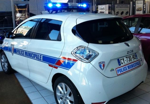 Renault zoe en panne apr s avoir branch un gyrophare fake - Moteur lit electrique en panne ...