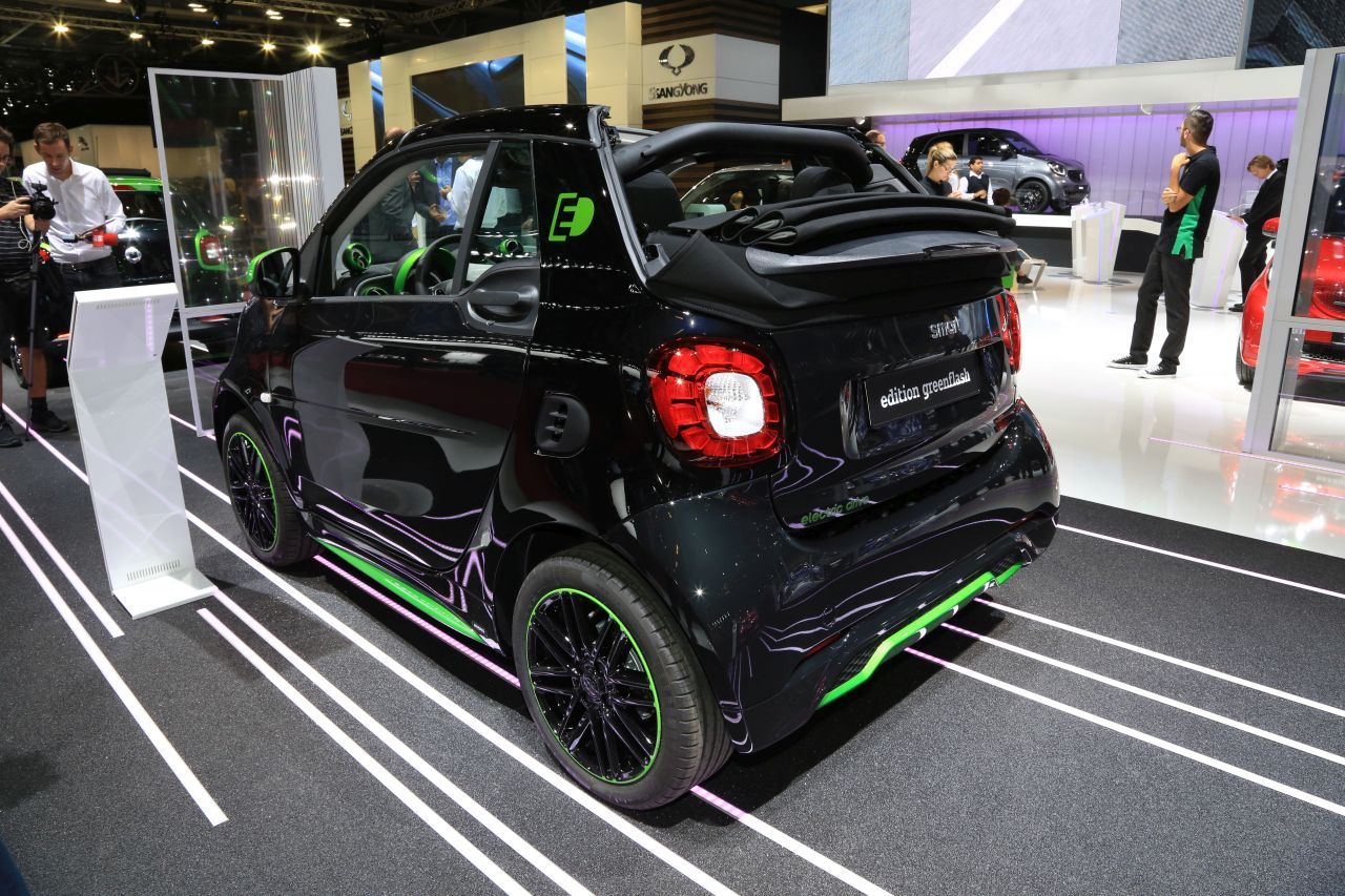 smart fortwo electric drive l lectrique fait ses d buts au mondial. Black Bedroom Furniture Sets. Home Design Ideas