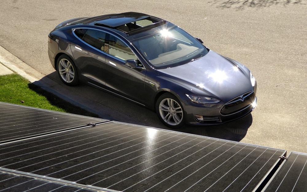 tesla du toit solaire la batterie d une voiture lectrique. Black Bedroom Furniture Sets. Home Design Ideas