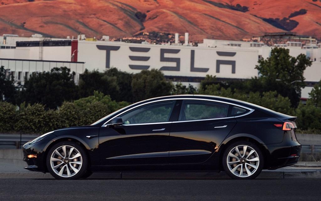 La première Model 3 sort d'usine — Tesla