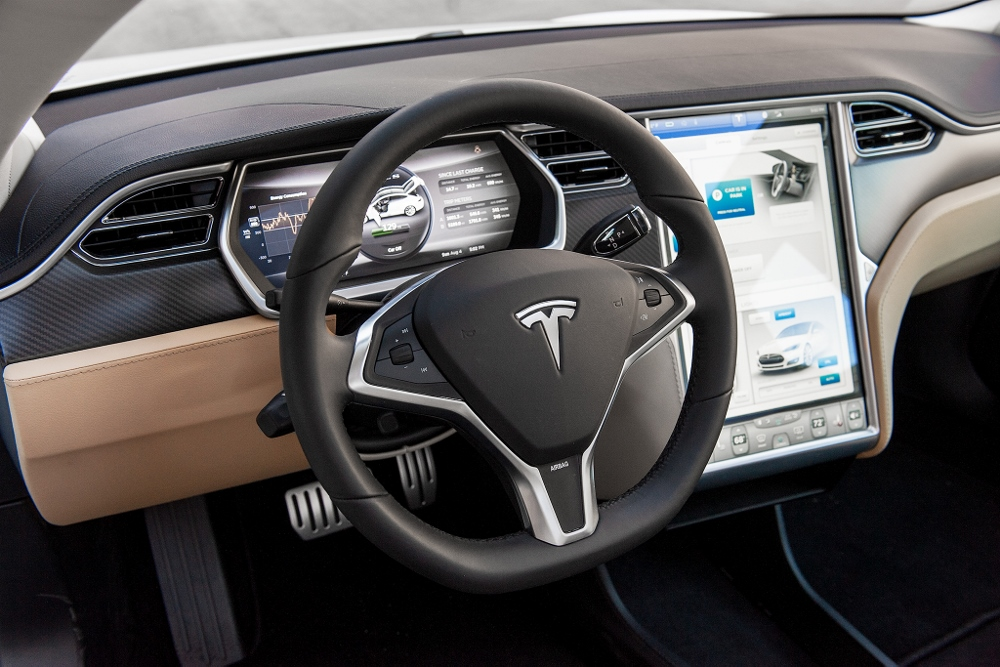essai tesla model s la voiture lectrique ultime photos. Black Bedroom Furniture Sets. Home Design Ideas