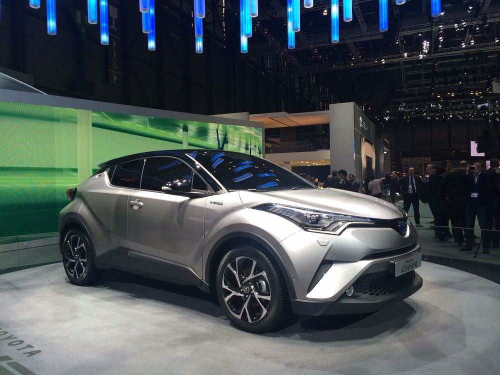 Toyota C Hr Le Crossover Hybride Commercialis 233 D 233 But 2017