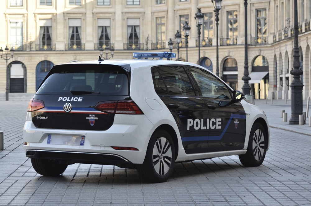 volkswagen passat gte paris la police roulera aussi en hybride. Black Bedroom Furniture Sets. Home Design Ideas