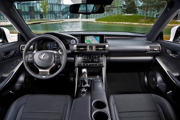 lexus is 300h l hybride premium l essai. Black Bedroom Furniture Sets. Home Design Ideas