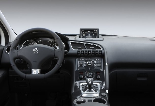 Essai du peugeot 3008 hybrid4 2013 for Interieur 405