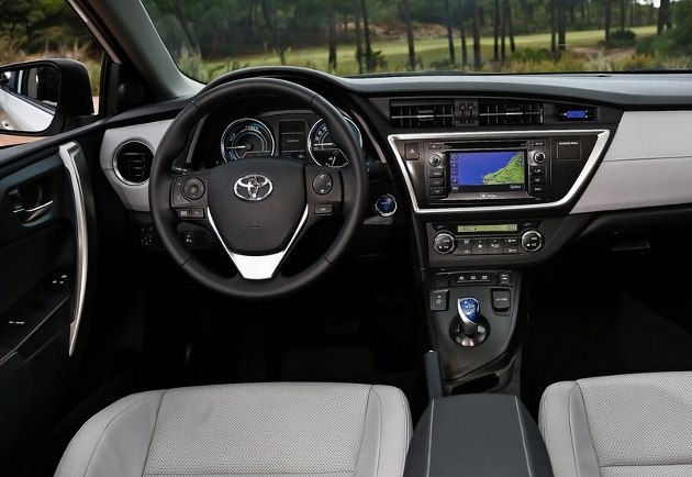 toyota auris hsd hybride 2013 l 39 essai d taill. Black Bedroom Furniture Sets. Home Design Ideas